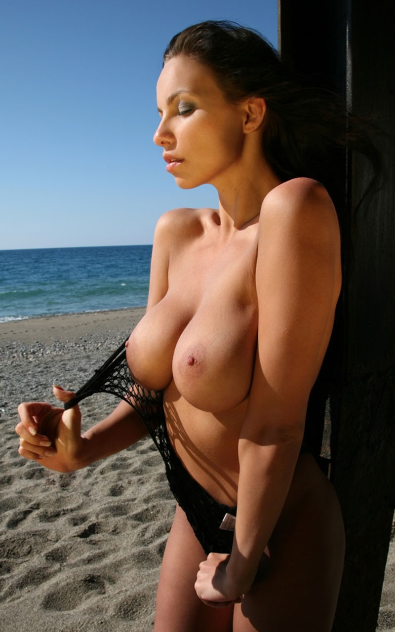 Bianca Beauchamp At The Beach