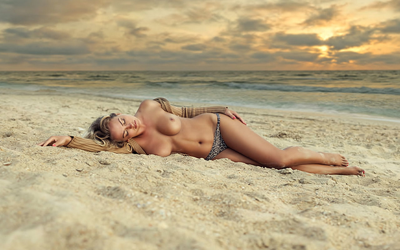 Nude Sexy Girl On Beach