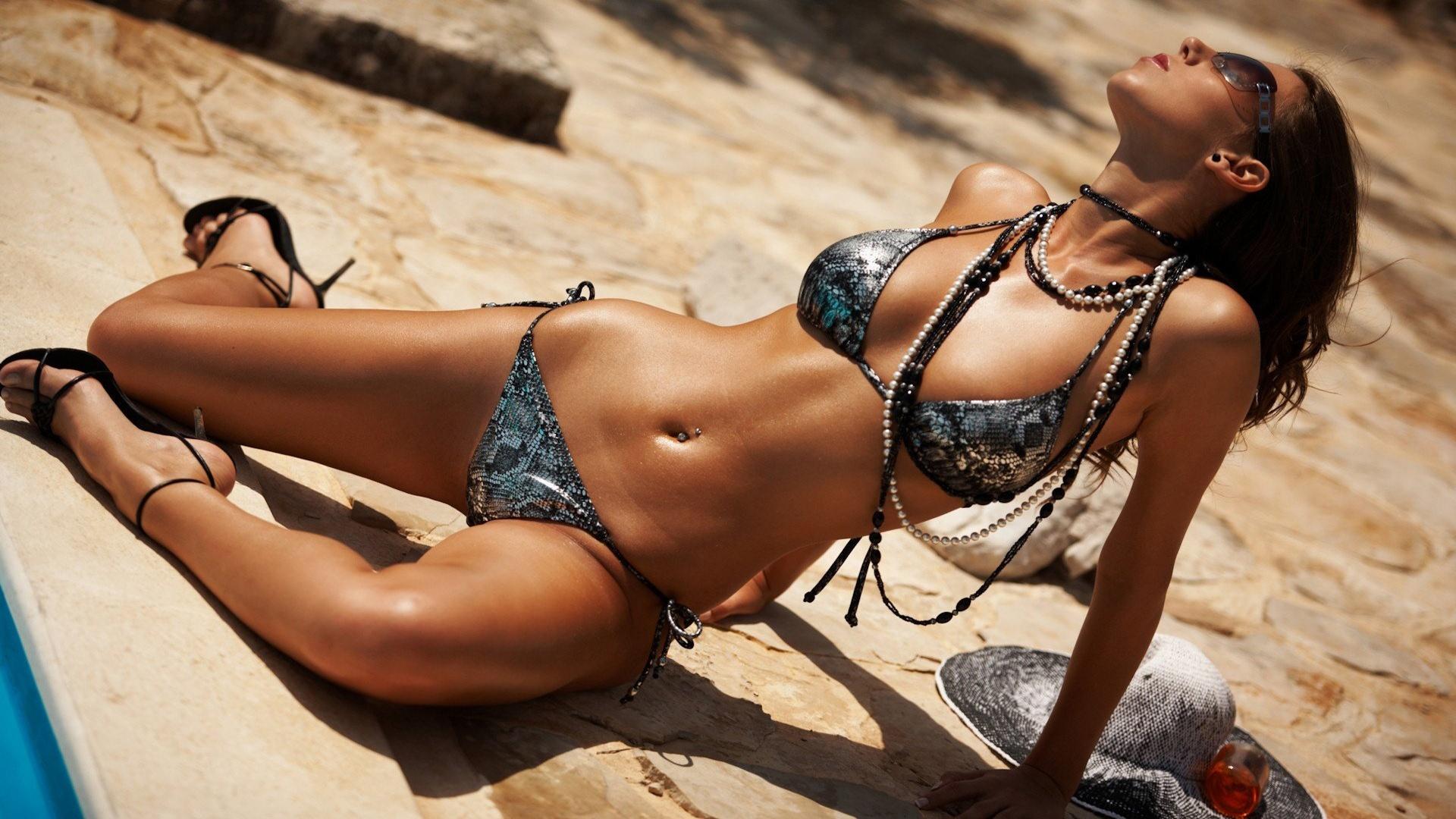 Instagram Sensation Natasha Oakley Flaunts Tanned Physique In Sexy Halterneck Bikini